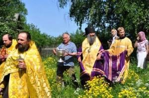 Молебен перед началом восстановления храма в честь святых апостолов Петра и Павла